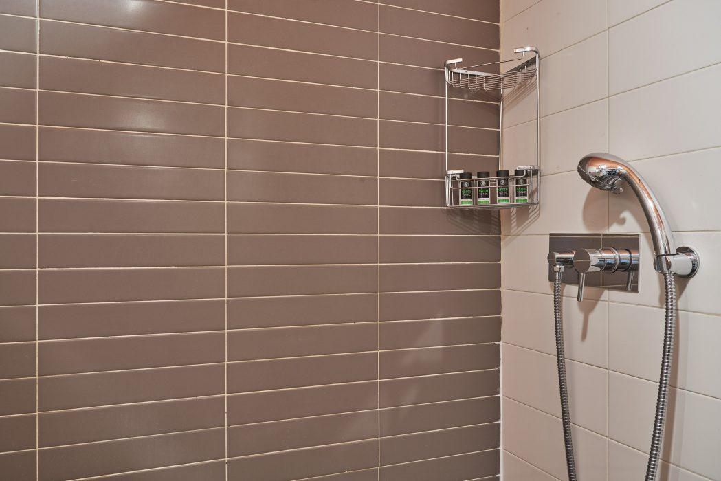 iosif-rogon_055 Narrow Shower