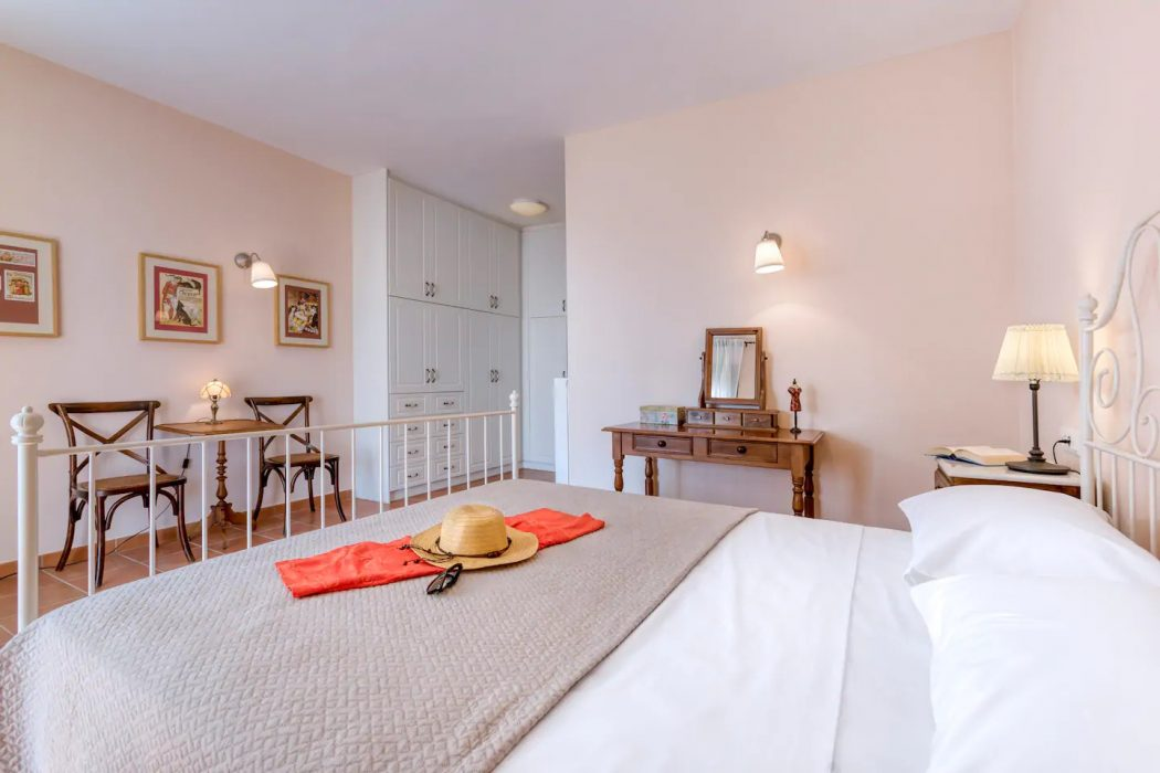 Mikro Amoni Villa 040 Bedroom 1