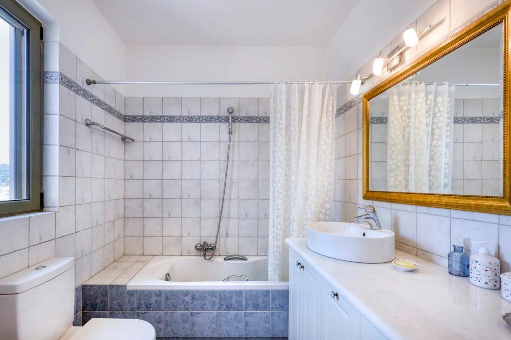 Mikro Amoni Villa 045 Bathroom 1