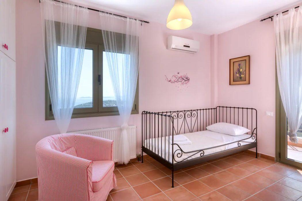 Mikro Amoni Villa 060 Bedroom 3